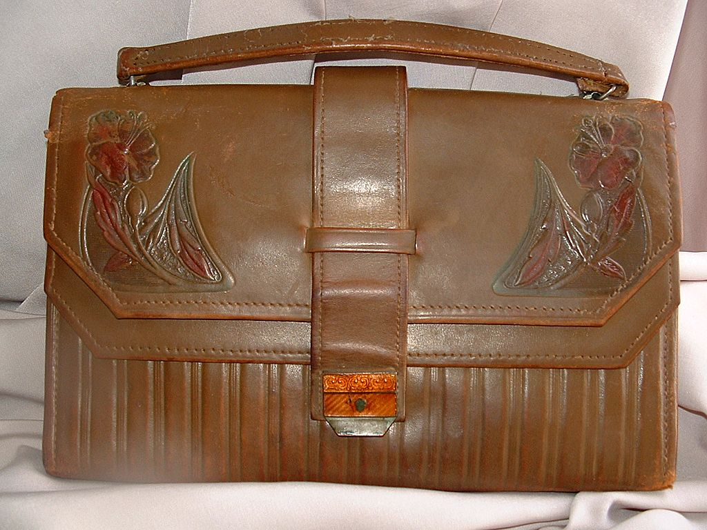 Early 20th Century Art Nouveau Leather Purse