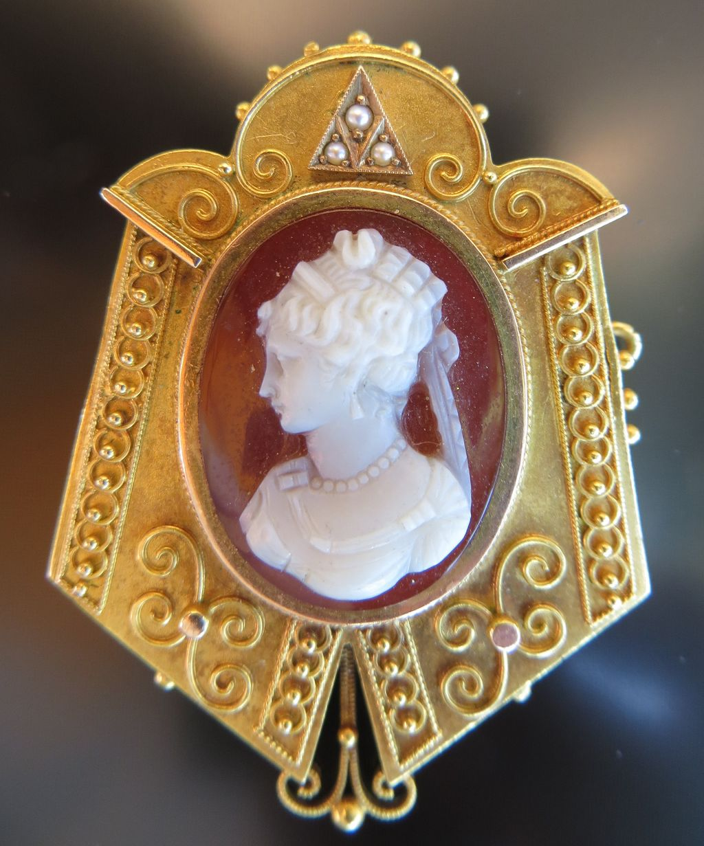 Antique Victorian Gold Carnelian & Agate Cameo Brooch
