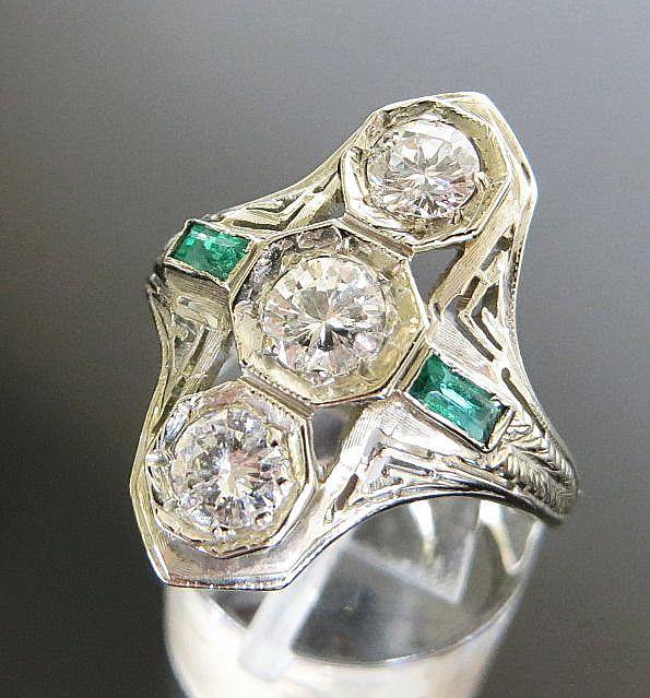 Lady's 18K Art Deco Diamond & Emerald Ring