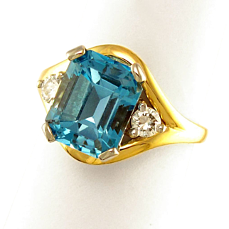 14K Gold London Blue Topaz & Diamond Lady's Dinner Ring