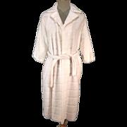 Cozy Plush 50s-60s Ladies White Faux Fur Clutch Coat