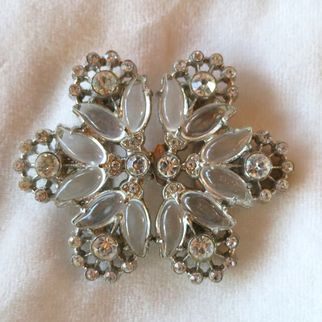 Snowflake glass and rhinestone belt buckle jelly belly style
