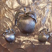 """""""Adam's Delight"""" Demi Parure Brooch Pin and Clip Earrings Sarah Coventry"""