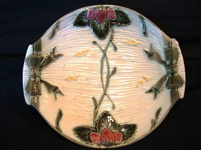 Great 132 Yr Old English Majolica Strawberry Server Dish ~  Wedgwood Staffordshire England ca 1878