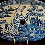 Wonderful Earthenware Meat Drainer / Strainer for Platter ~ Blue Willow Pattern