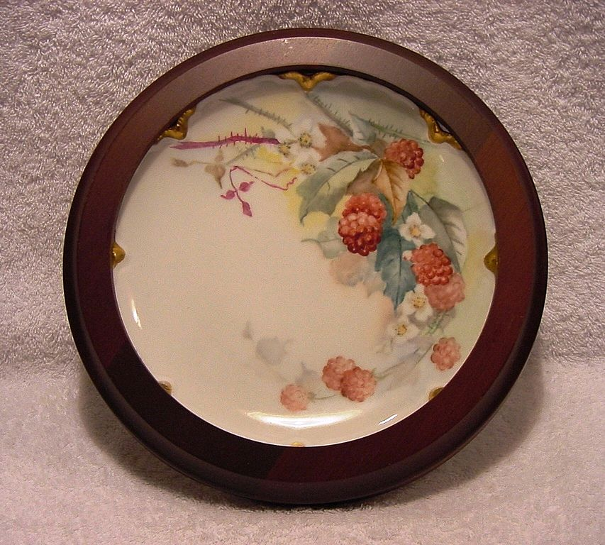 Refreshing Limoges Porcelain Cabinet Plate in wood frame ~ Hand Painted with Luscious Red Raspberries ~ Haviland & Co France 1888-1896
