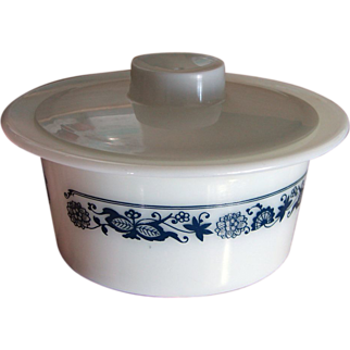 "1970s Pyrex Corning ""Old Town Blue"" Margarine DIsh complete with Lid"