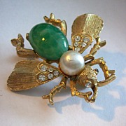 Vintage gold tone fly figural pin brooch