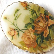 Vintage pin brooch with porcelain roses plaque