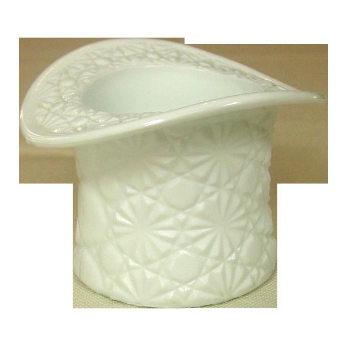 Vintage Fenton Glass ~ Daisy & Button white Glass Top Hat