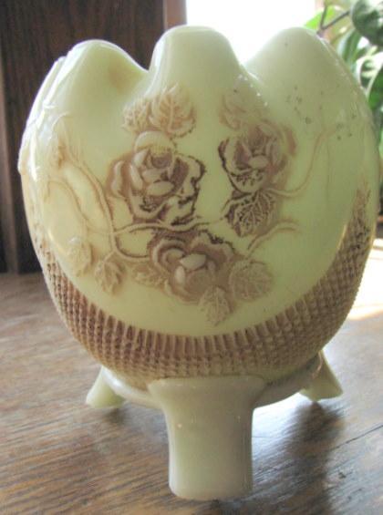 Northwood Custard glass Rose bowl 'Finecut & Roses'