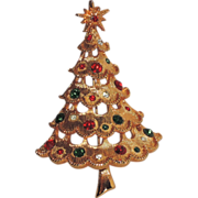 SALE Mylu 3D Tiered Scalloped Christmas Tree Pin ~ Book Piece