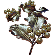 Vintage Trifari Simulated Cultured Pearl Leaf Brooch & Earrings Set