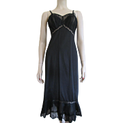 Vanity Fair Black Negligee Full Slip Vintage 1960s Nylon Accordion Lace
