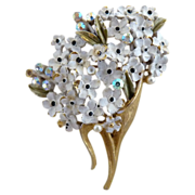 Vintage Weiss brooch white enameled daisies