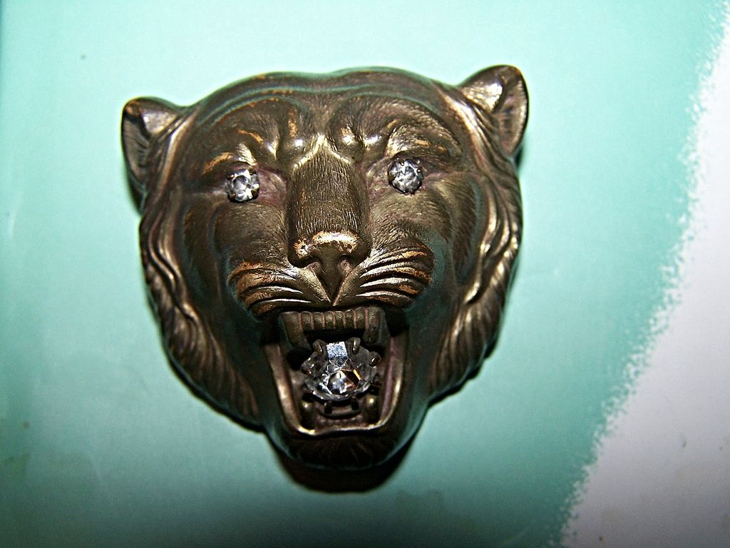 GROWL WOW A Unique  Wild  Lion Cat Brass Pin / Brooch with Rhinestones