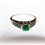 SALE Lovely  Vintage Sterling Silver Emerald Paste Ring