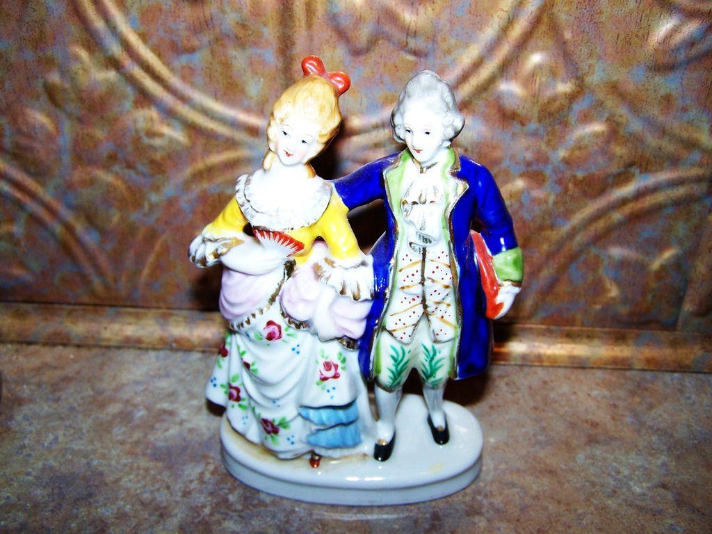 Vintage Ceramic Hand Painted Figurine Colonial Couple Japan
