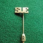 "Fine 14K YG  ""SUE""  Stick Pin"