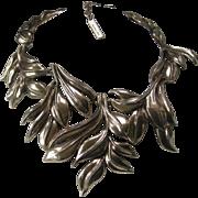 Oscar De la Renta Beautiful Heavy Gold Tone Leafy Statement Bib Necklace
