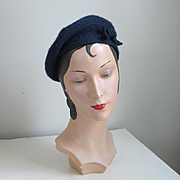 """Vintage 1960s """"An Everitt Original"""" Navy Blue Coiled Wool Beret with Self Bow Tie Trim"""