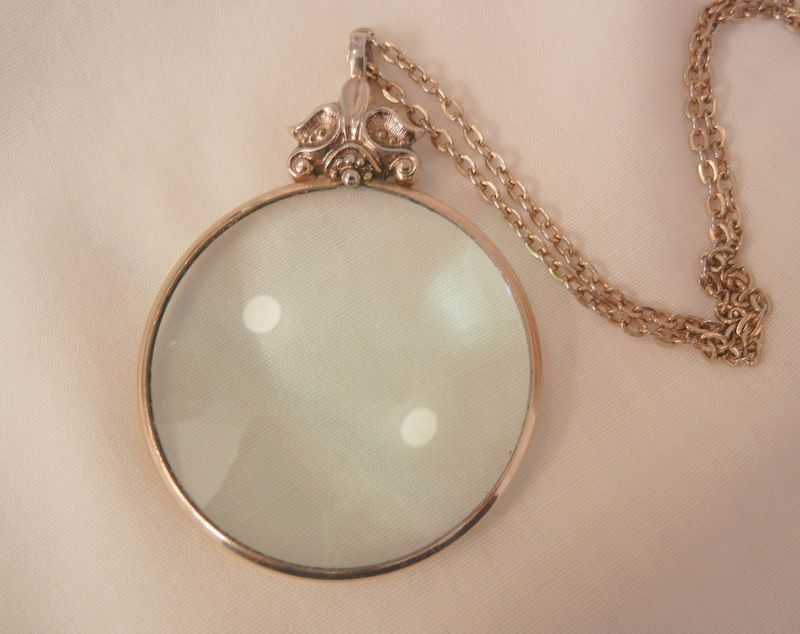 Victorian style Magnifier glass Necklace Lovely Marked Avon