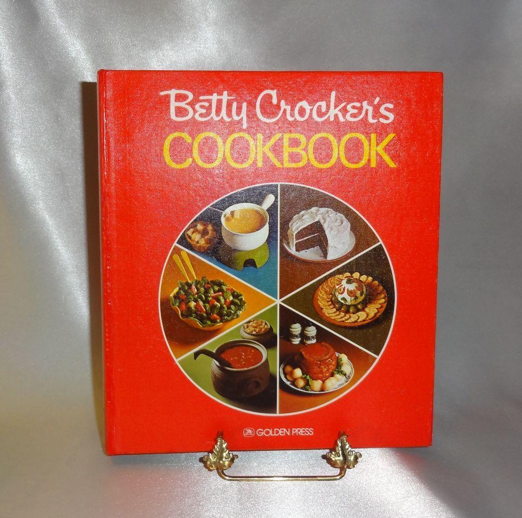 Betty Crocker's Cookbook c.1976 Never Used