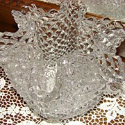 Magnificent Westmoreland English Hobnail 6-Point Crimped Vase