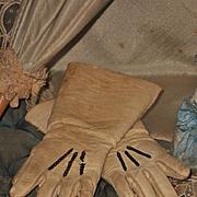 ~~~ Pretty Jumeau Leather Gloves / Factory Original 1880 ~~~