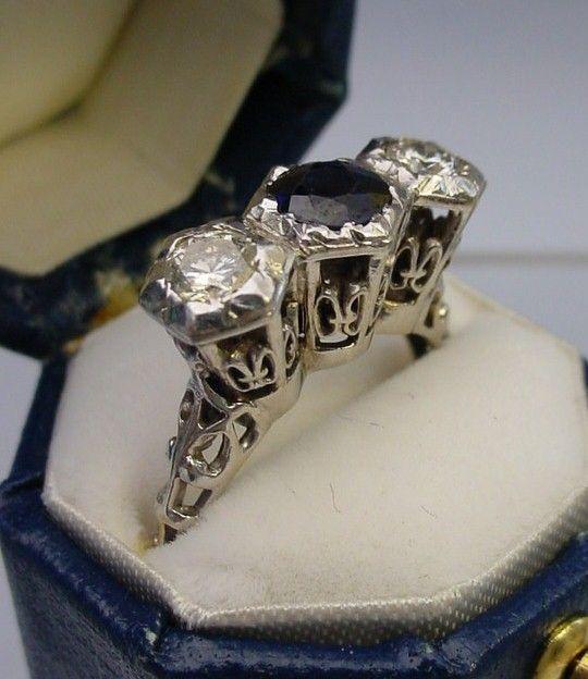Exquisite 18 Karat White Gold Filigree Diamond and Sapphire  Ring