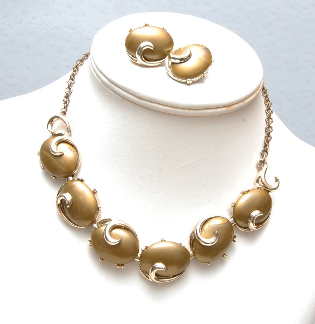 Lucite or Thermoset Necklace and Earring Set