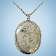 Quality vintage sterling silver locket and 25 inch chain