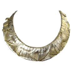 Costume jewelry flexible link collar necklace in florintine gold plated finish