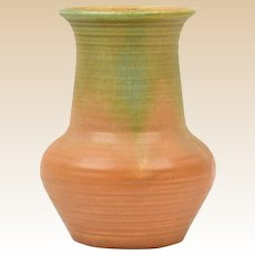 Muncie Pottery Vase 1928-29 Green Over Pumpkin Ribbed Vase # 441-6 1/2