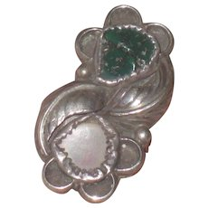 Early Native American Green Turquoise and Mother of Pearl Ring