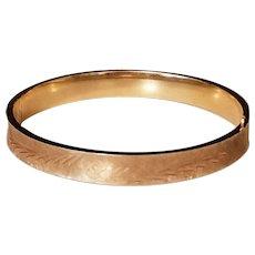 Vintage 14k Yellow Gold Brushed Etched Hinged Bangle Bracelet