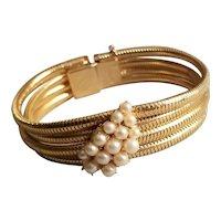 Lovely Vintage Hobe' Hollywood Glam Pearl & Gold Tone Bracelet