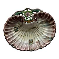 Lovely Vintage Enamelware Chinese Scallop Shell Footed Dish