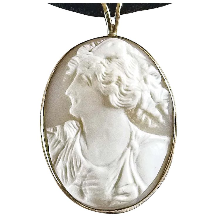 Lovely vintage 10k gold cameo pendant of woman left profile lovely vintage 10k gold cameo pendant of woman left profile aloadofball Images