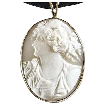 Lovely Vintage 10k Gold Cameo Pendant of Woman – Left Profile