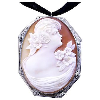 Gorgeous Vintage Cameo in 14k White Gold Filigree Frame