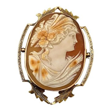 Lovely Victorian Lady Cameo Brooch Set in 14k Gold