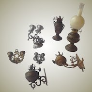 Collection of 19thC dolls house lighting