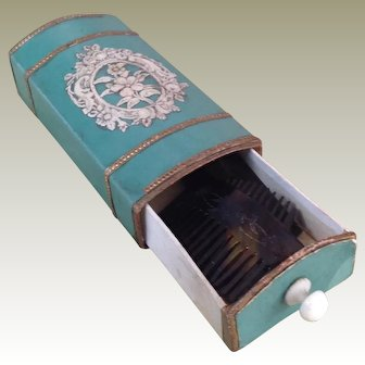 Superb stamped Huret box containing combs