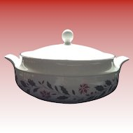 Royal Kent Staffordshire England China / Porcelain Holly Poinsettia 2 Qt Casserole