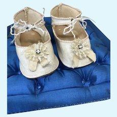 "3 1/8"" Cream Shoes w/ rosettes"