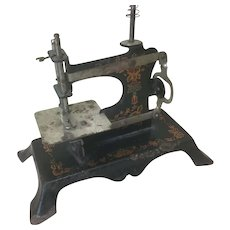 """Antique Doll's Sewing Machine 5 1/2"""" Tall"""