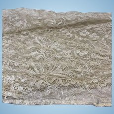 "Antique Ecru Lace 48"" x 14"""