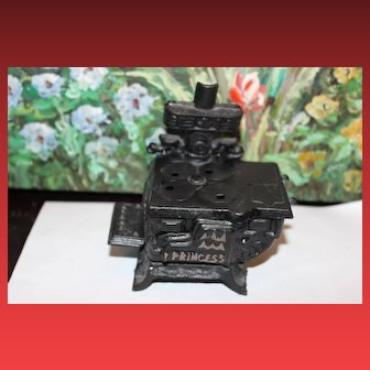 Princess Cast Iron Metal Stove for your dolls or doll house! Vintage Doll House