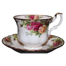 Set of 4 Old Country Roses cups and saucers set Excellent condition! Royal Albert Bone China!